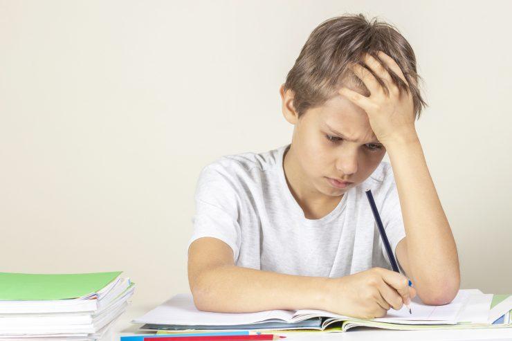 Otroci z učnimi težavami so hitreje utrujeni in za učenje manj motivirani. Vir: Adobe Stock