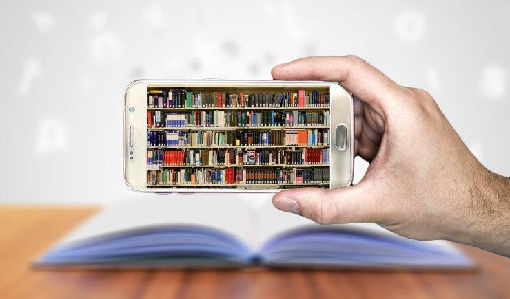 Telefon je lahko učni pripomoček, ne le igračka. Vir: Pixabay