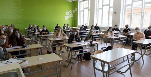 Dijaki med poukom na Gimnaziji Celje - Center. Vir: Arhiv GCC