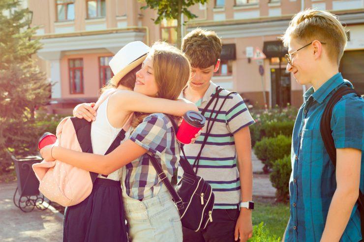 Za devetošolce je vrnitev v šolo še posebej pomembna, saj se te dni zaključuje pomembno obdobje njihovega življenja. Vir: Adobe Stock