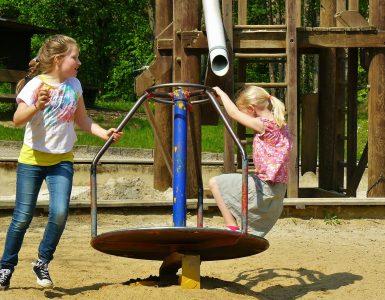 Otroci na igrišču. Vir: Pixabay