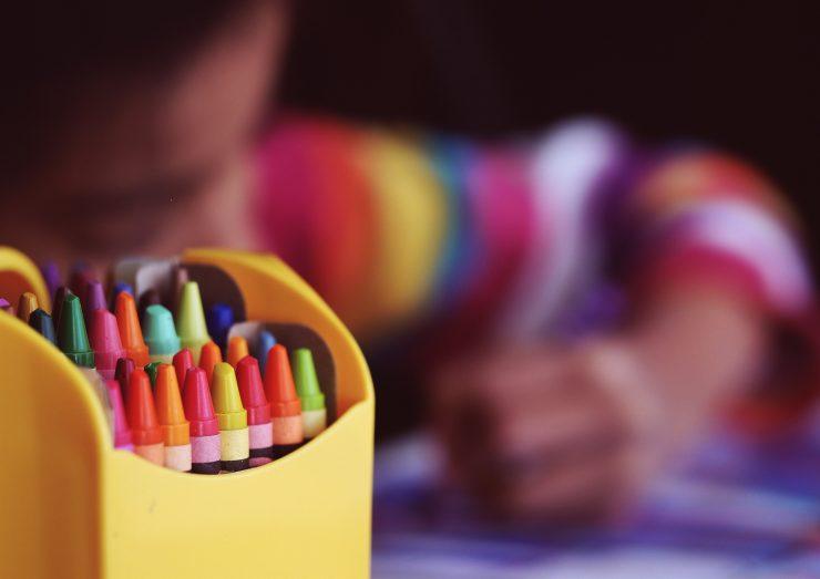 V civilni iniciativi Kakšno šolo hočemo ministrico Simono Kustec pozivajo k premisleku o vseh možnostih, da bi otroke vrnili v šole. Vir: Pixabay