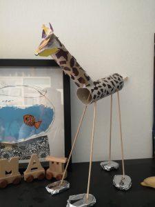 Žirafa na Emini polici. Vir: Osebni rahiv