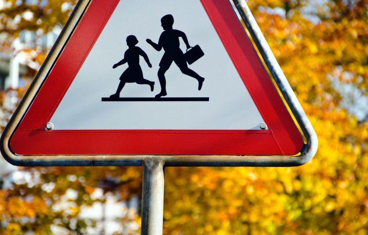 Otroci se vračajo v šolske klopi, zato bomo morali biti na cestah spet bolj previdni. Vir: Unsplash