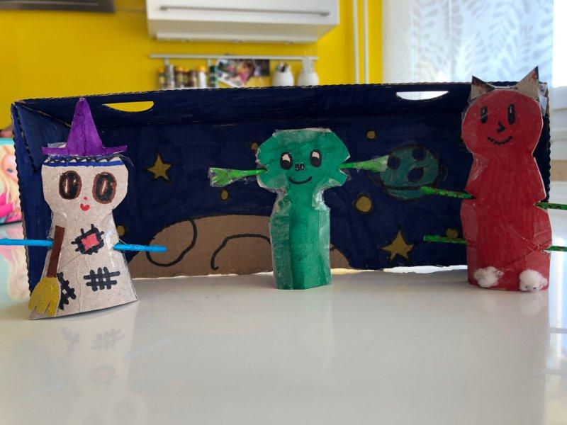 Učenci so med šolanjem na daljavo sodeloveli v različnih projektih. Med drugim so izdelovali marsovčke, ki jih je navdihnila knjiga Drejček in trije marsovčki. Vir: Arhiv šole