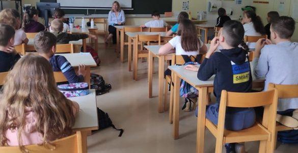 Učenci 5. c na OŠ Ivana Skvarče so med koronačasi pogrešali sošolce in učiteljico. Foto: Nina Jelen