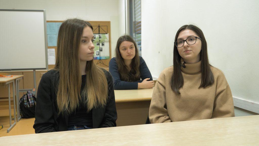 Prostovoljke Ivona, Lejla in Alma. Foto: Anže Sobočan