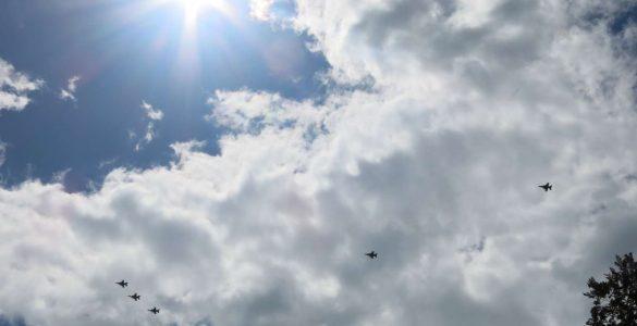 Prelet letal Slovenske vojske in letal Vojnega letalstva ZDA. Foto: Tinkara Zupan/STA