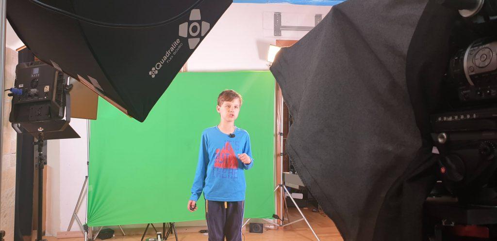 Kajetan Dulmin med snemanjem videa. Vir: Osebni arhiv
