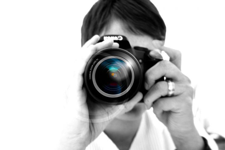 Aneja Kavalar bi bila novinarka in fotografinja. Vir: Pixabay