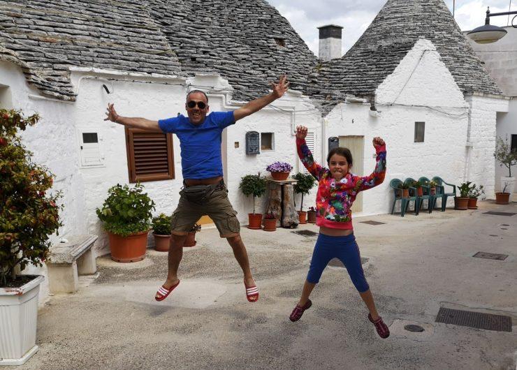 Ema in njen ati v kraju Alberobello. Vir: Osebni arhiv