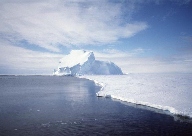 Če bo šlo tako naprej, sredi stoletja na Arktiki ne bo več nobenega ledu. Vir: Wikimedia Commons