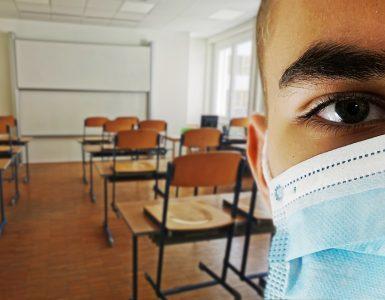 Maske bodo poslej obvezne tudi med poukom. Vir: Pixabay