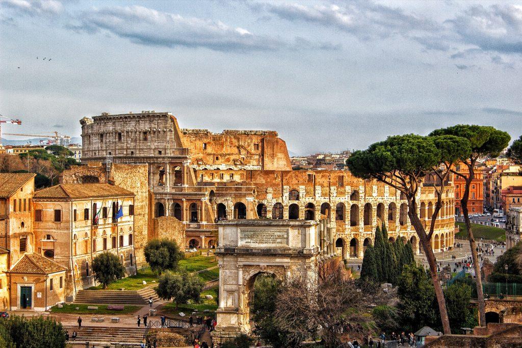 V Rimu se lahko do slovitega Koloseja plačate s plastenkami. Vir: Pixabay