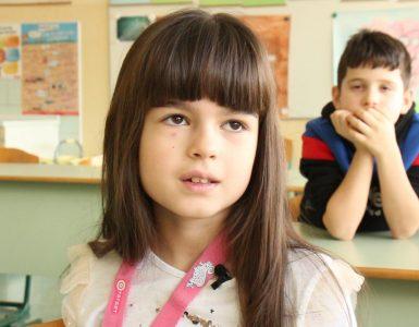Če se otroci počutijo dobrodošlo, se odprejo, pokažejo, kaj znajo in kaj jih veseli, pravijo na OŠ Maksa Durjave. Foto: Anže Sobočan