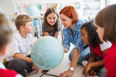 Učitelj zbuja radovednost. Vir: Adobe Stock