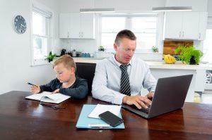 Šolanje na daljavo povzroča stres doma. Vir: Adobe Stock