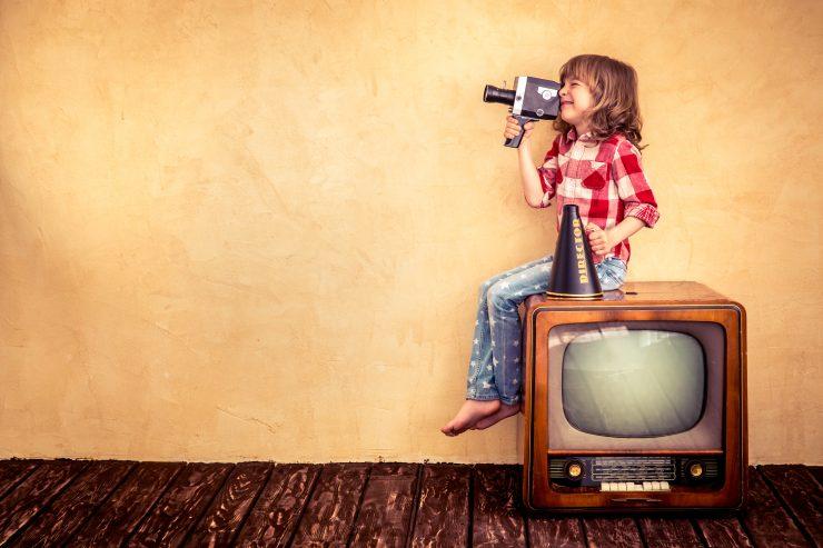 Otroci in mediji. Vir: Adobe Stock