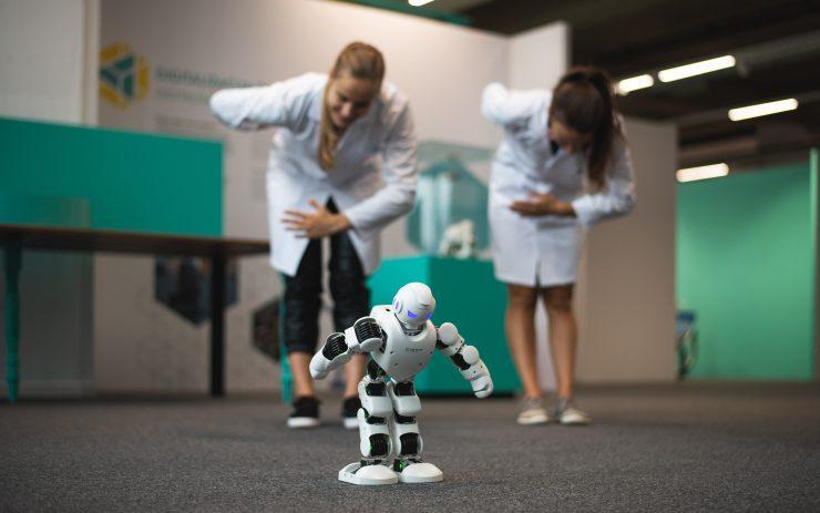 Robot Teo zna izpolniti različne ukaze. Vir: Tehnopark Celje