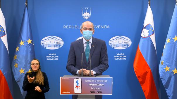 Predsednik vlade Janez Janša na današnji tiskovni konferenci. Vir: Vlada RS