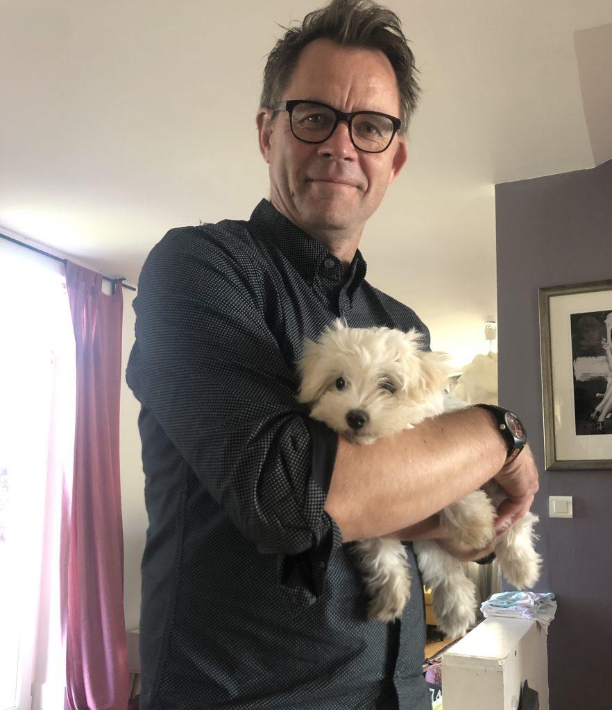 Matjaž Gruden z Bello. Bella je njegov prvi pes, Jakoba je imel le v filmu. Vir: Osebni arhiv