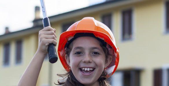 Deklica na gradbišču. Vir: Pixabay