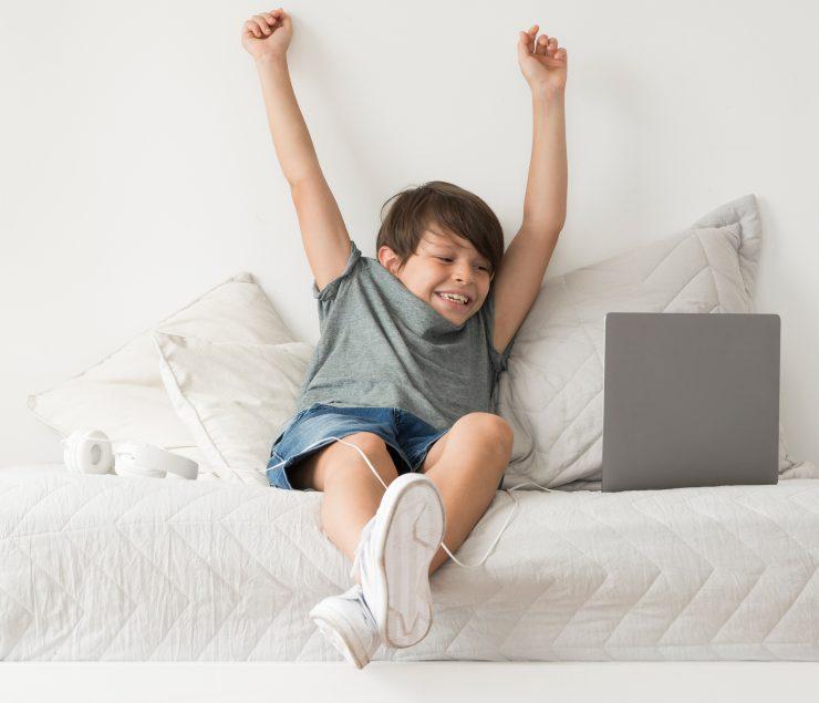 Fant z laptopom. Vir: Pexels.com
