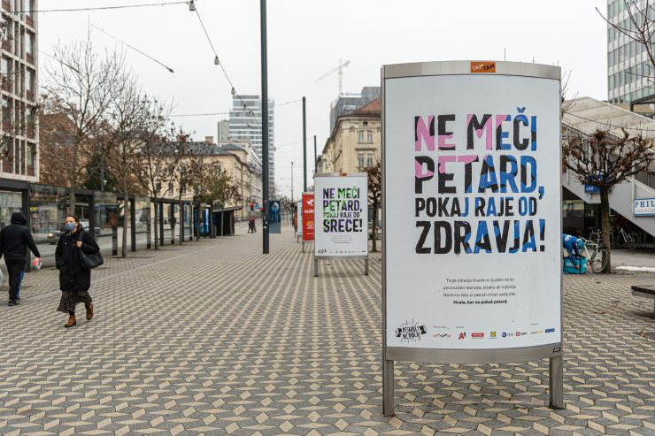 Plakati Ne meči petard. Vir: Asiana Jurca Avci/TAM-TAM