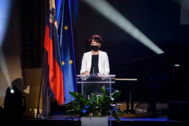 Jožica Frigelj med govorom ob prejemu nagrade. Foto: Nebojša Tejić/STA