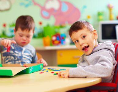 Epidemiološka stroka je decembra 2020 svetovala, da se šole za otroke s posebnimi potrebami odprejo. Vir: Adobe Stock