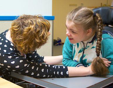 Prvi se odpirajo zavodi in šole za otroke s posebnimi potrebami. Vir: Adobe Stock