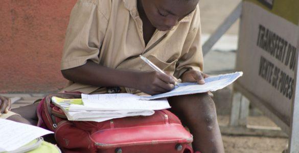 Ko oblasti pričnejo s sproščanjem omejevalnih ukrepov, mora biti odprtje šol med prvimi. Vir: Pixabay