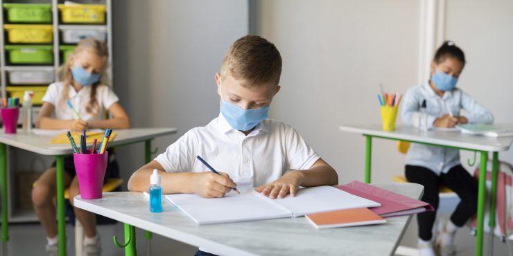 Učenci boste maske morali nositi samo zunaj učilnice. Vir: Freepik