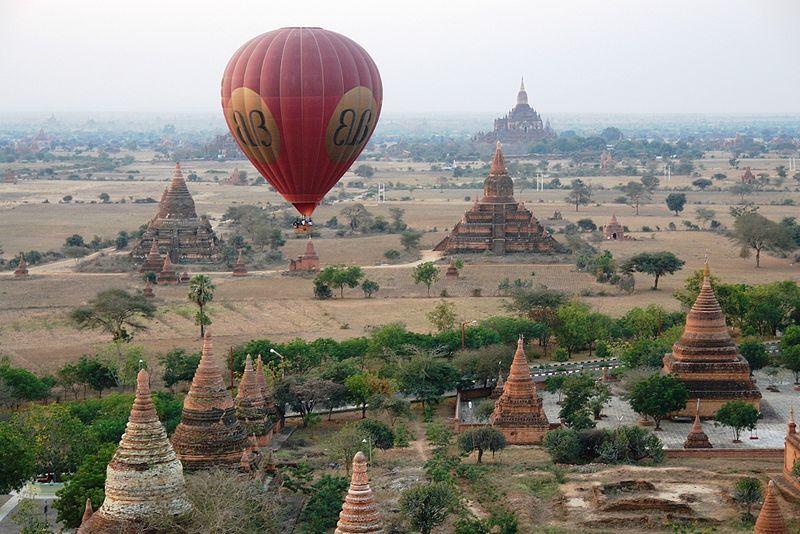 Bagan s številnimi budističnimi pagodami je ena glavnih turističnih znamenitosti Mjanmara. Foto: Flickr.com