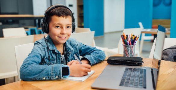 Tudi pri učenju na daljavo bi morali biti bolj pozorni na sporazumevanje. Vir: Adobe Stock