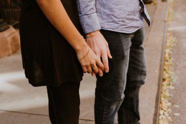 Če je odnos kvaliteten, se bosta znala poslušati in bodo iskreni pogovori ter spoštovanje meja drug drugega lahko vodili k še več zaupanja in tesnejšemu odnosu. Vir: Pixabay