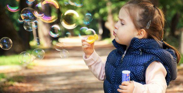 Da vse težave čim bolj omilimo in poskrbimo, da bodo dolgoročne posledice zaradi epidemije čim manjše, uvedimo v družini določene aktivnosti, ki ne bodo koristile le otrokom, temveč tudi odraslim. Vir: Pixabay