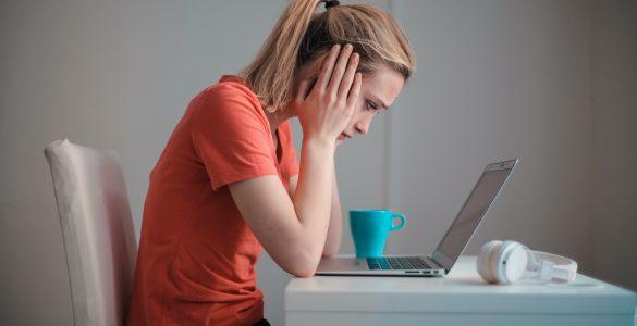 Delež oseb, ki navajajo duševne težave, se med izvajanjem posameznih anketnih valov ni spreminjal. Vir: Pexels