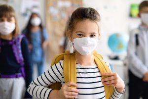 Otroci in maske. Vir: Adobe Stock