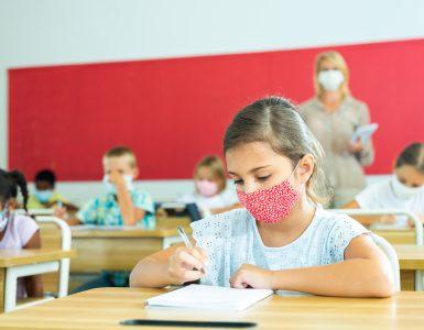 Otroci ob vrnitvi v šolo občutimo veliko stresa, pravi Zoya Dora Beus. Vir: Adobe Stock