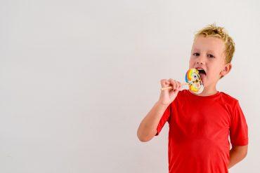 Od malega otroke učimo, da je treba dobre stvari deliti. Vir: Freepik