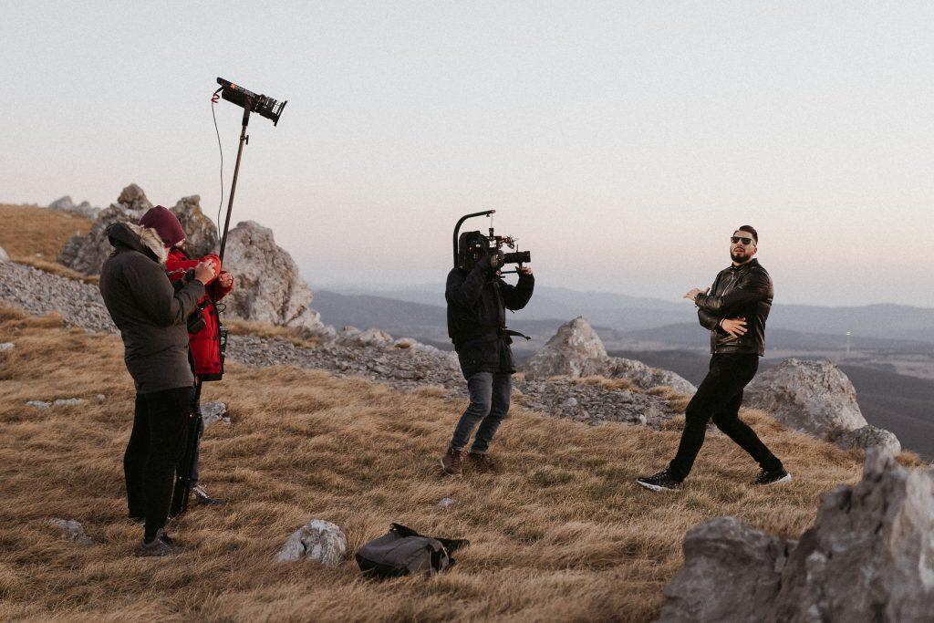 Challe Salle pri snemanju videospota. Foto: Tomaž Kos
