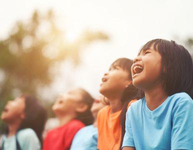 V najmanj razvitih državah tri četrtine ljudi, več kot dve tretjini šol in četrtina zdravstvenih ustanov nimajo osnovnih higienskih pripomočkov, potrebnih za preprečevanje prenosa covida-19. Vir: Freepik