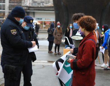 Mariborske dijake so med protestom popisali policisti. Vir: Arhiv Večera