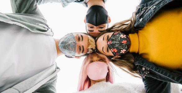 Mladi in korona karantena. Vir: Adobe Stock