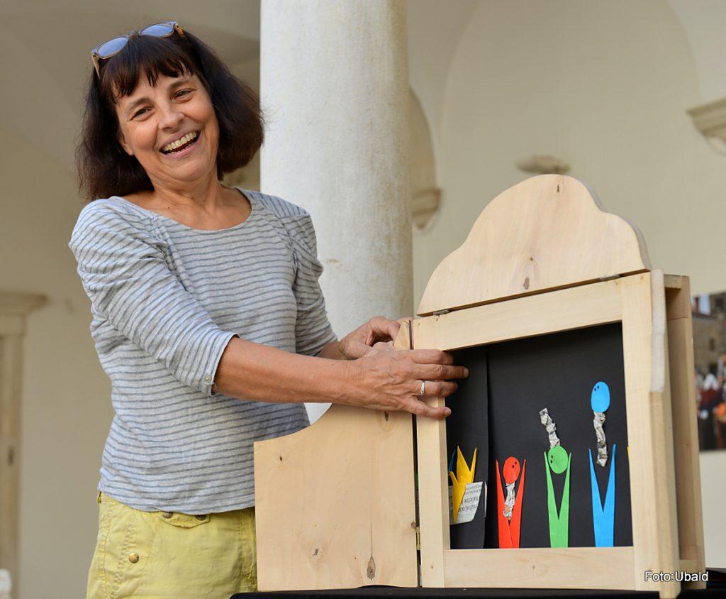 Jelena Sitar je lutkovna ustvarjalka, režiserka in dramaturginja, ki o kamišibaju poučuje tudi študente Pedagoške fakultete v Kopru. Foto: Ubald Trnkoczy