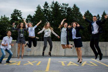 Evropski mladinski parlament Slovenije je s svojo nacionalno konferenco in spodbujanjem dialoga med mladimi o aktualnih družbenih temah prepričal nacionalno izborno žirijo, da mu je podelila prvo mesto v konkurenci šestih tekmecev. Foto: Svebor Mihael Jelić