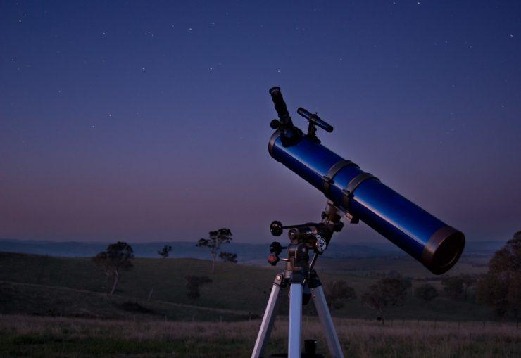 Zvezde in druga nebesna telesa lahko opazujemo s teleskopi. Vir: Flickr