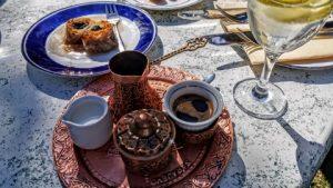 Bajramsko kosilo se zaključi z baklavami in kavo. Foto: osebni arhiv M. K.