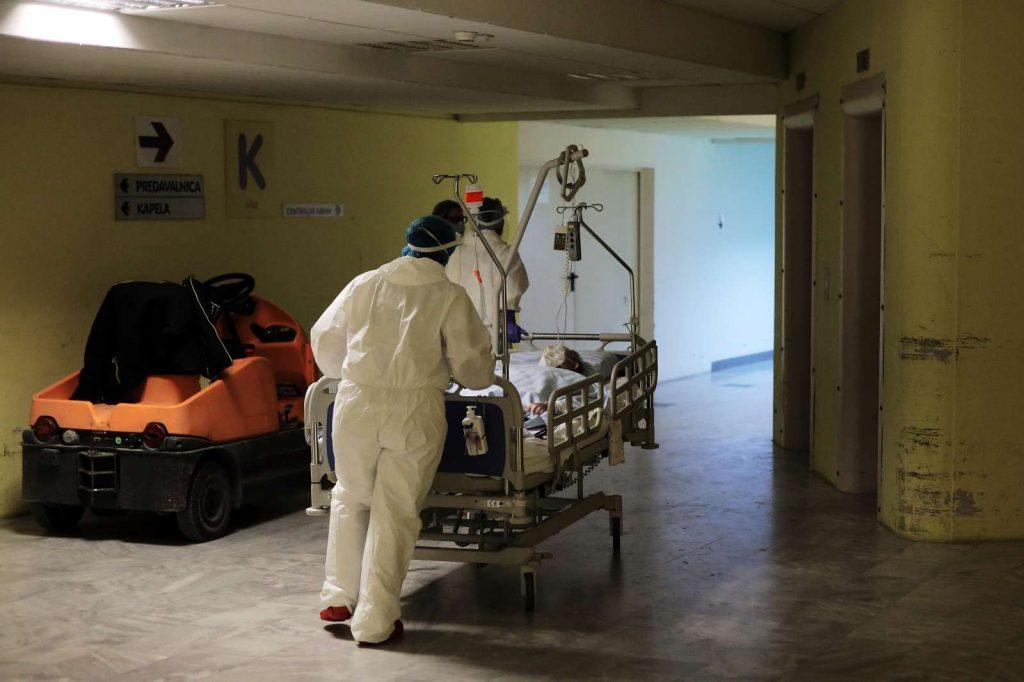 Prizor iz Splošne bolnišnice Celje v času drugega vala epidemije covid-19. Foto: Daniel Novakovič/STA